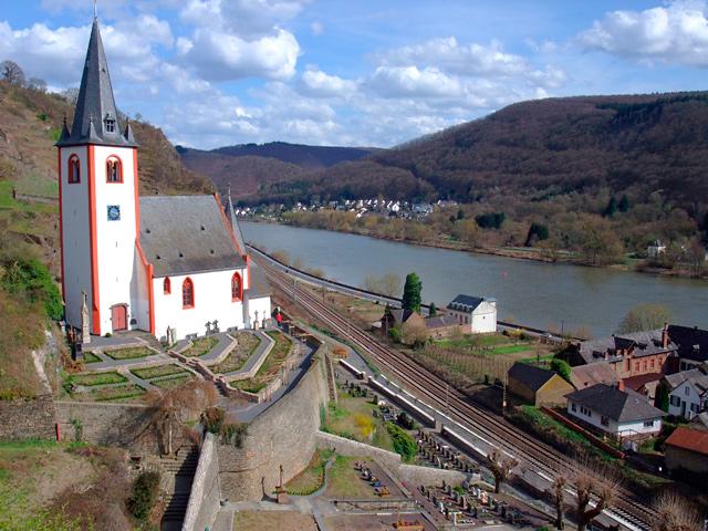 St. Johanneskirche mit Kräutergarten