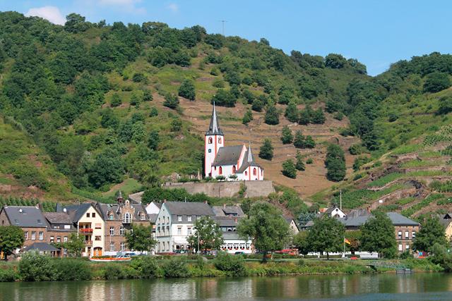 Blick von Brodenbach auf die St. Johanneskirche